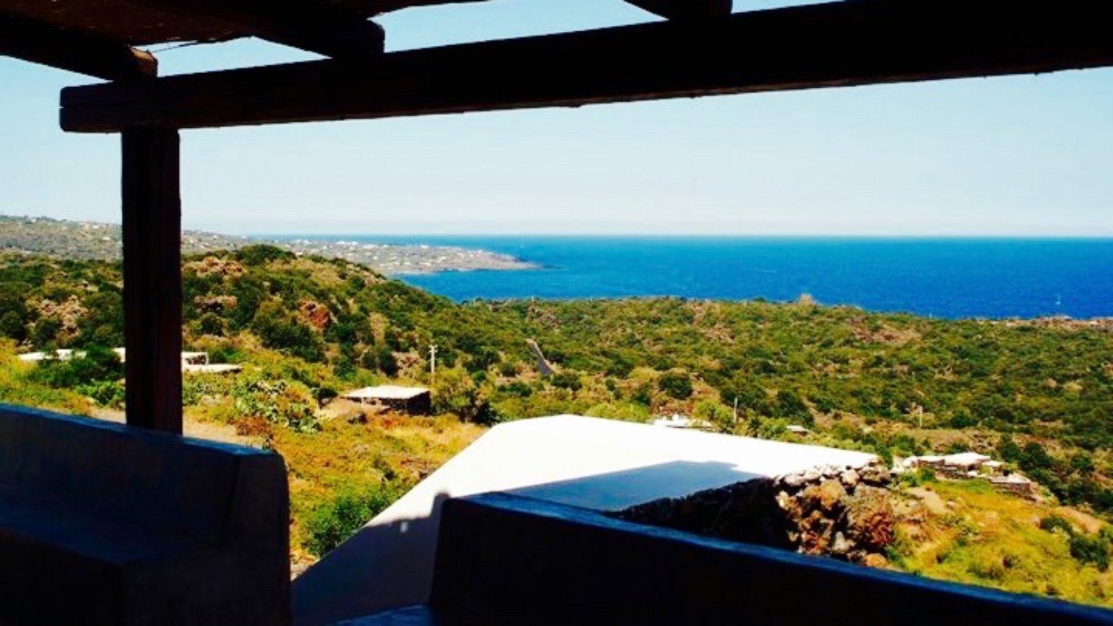 Il panorama dal dammuso La Catalana di Pantelleria